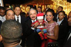Encendieron el árbol de la Navidad del Palacio Nacional; el presidente Danilo Medina y la primera dama, Cándida Montilla, encabezaron el acto