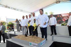 El presidente Medina dando el primer palazo para construcción del hotel Infiniti Punta Cana; US$50 millones de inversión, 800 empleos directos  y 4 mil indirectos