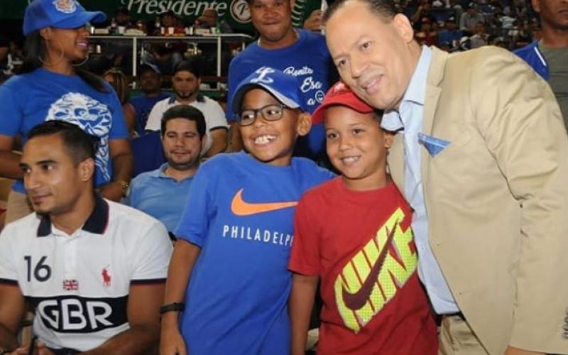 «¡¡Señooores!!, ¡¡señooores…!!», ¡Franklin Mirabal es la máxima sensación en la narración del Béisbol Profesional de RD!