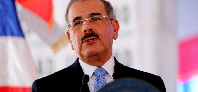"""(Video) Danilo Medina ¡por fin! habla de inseguridad; le """"regala"""" una amplia declaración a los periodistas del Palacio"""