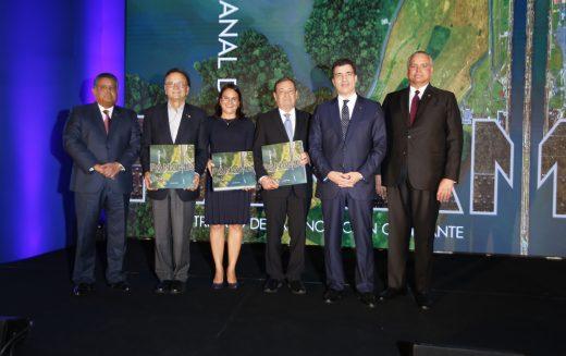 """""""El Canal de Panamá"""", obra de filial del Grupo Popular puesta en circulación en Ciudad de Panamá"""