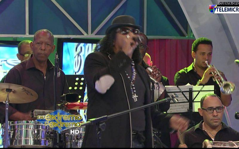 """(Video) Sergio Vargas con su """"tigueraje"""" de Villa: Boca Chula, Guayo, Bazuca y Venezuela celebrando su cumple a todo dar en De Extremo a Extremo"""