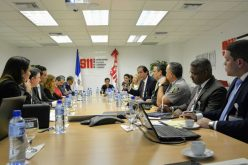 Ministro de la Presidencia pide a telefónicas más control para activación de celulares «maco»