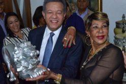 Fefita La Grande, ¡feliz!, de encontrarse con «su pana», el Leonel…