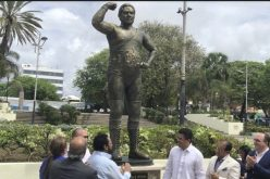 (Video) Jack Veneno agradeciendo emocionado estatua en su honor en el Parque Eugenio María de Hostos