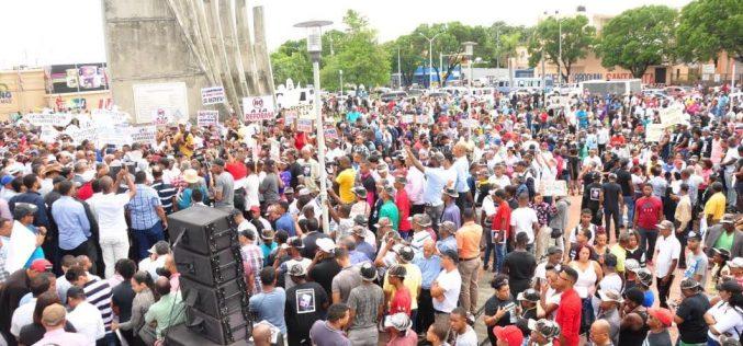 Miles se manifiestan contra reforma constitucional para reelección en San Cristóbal