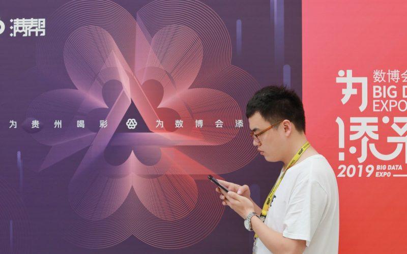 Chinos se sienten culpables; uso excesivo de teléfono celular les hace perder tiempo de comunicación con sus familias