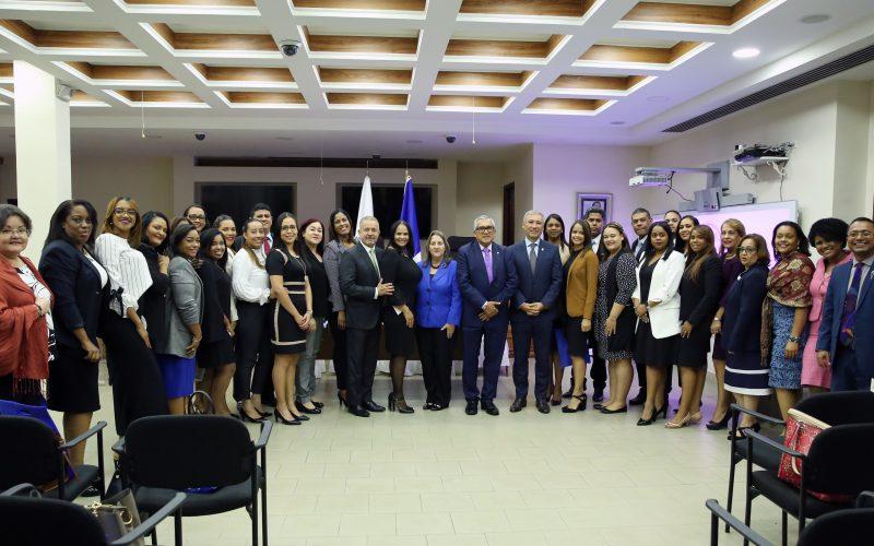 Abogados de RD que cursan maestría en Derecho Inmobiliario en Panamá son recibidos por Corte Suprema de Justicia de ese país