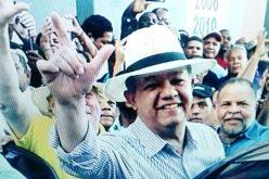 Leonel Fernández ahora con sombrero…  ¿Para «ayudarse» con las canas…?