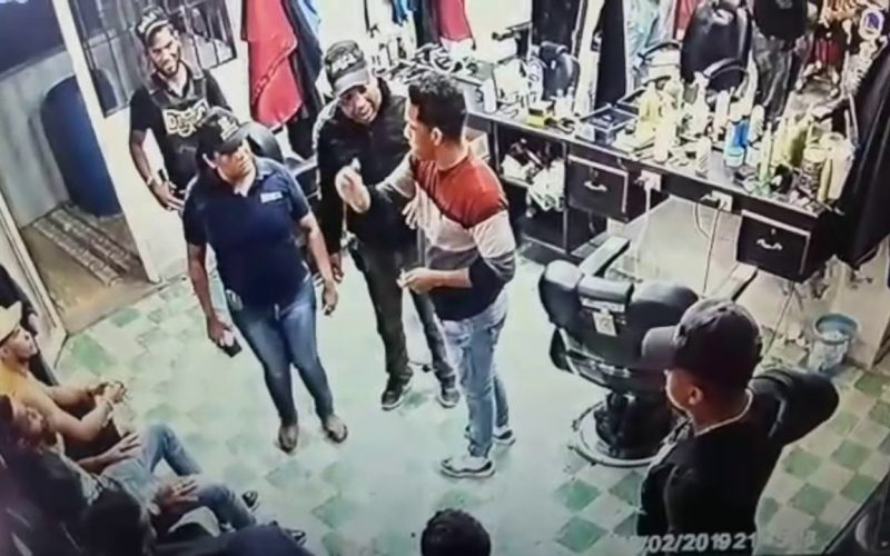 (Video) Bulin 47 «Tirando paqueticos», como en la barbería de Villa Vásquez