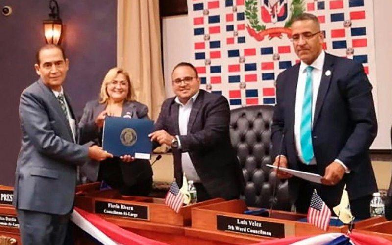 Juez Ramón Arístides Madera Arias, del Tribunal Superior Electoral, recibe tres reconocimientos de la alcaldía de Paterson, Nueva Jersey, EEUU