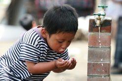 Los humanos consumimos cada vez más agua envenenada, establece estudio del Banco Mundial