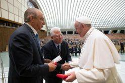 El médico dominicano Ramón Tallaj, recibido por el papa Francisco en el Vaticano