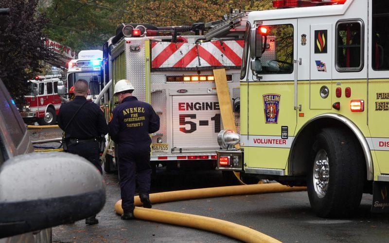 Avioneta se estrella en la comunidad de Corona, en Nueva Jersey, EEUU,  provocando incendio en tres viviendas