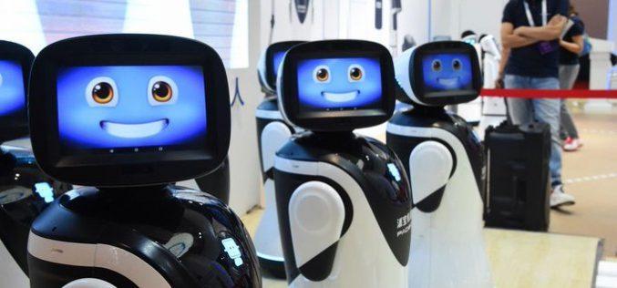 Robots que cuidan ancianos, les llevan alimentos y se ocupan de que tomen los medicamentos a la hora correcta