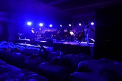 En pijamas y acomodados en camas disfrutaron en China el concierto «Dormir»… En efecto, se puede dormir; dura ocho horas