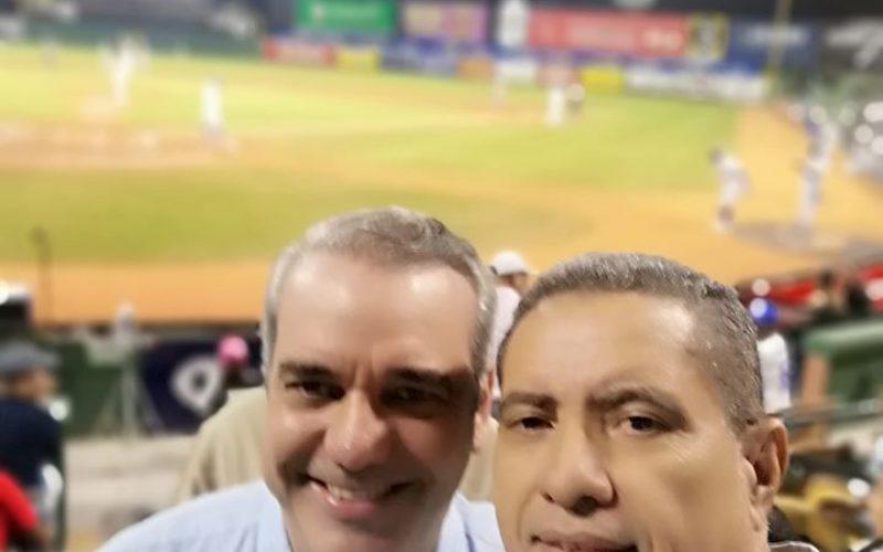(Video) Candidto presidencial Luis Abinader provoca sensación en estadio Quisqueya en partido que las Águilas ganaron al Licey 10 a 1
