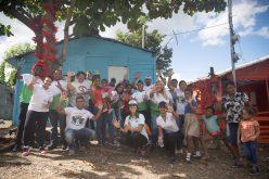 Voluntariado de Industrias San Miguel pinta casas en Los Alcarrizos