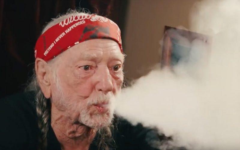 Willie Nelson, leyenda de la música country, siempre ha resaltado en sus canciones las «virtudes» de la marihuana, pero ha dejado de fumarla por problemas de salud