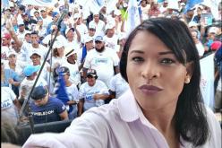 La periodista Diulka Pérez en campaña «full» apostando al cambio