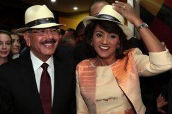 El presidente Danilo Medina y la primera dama, Cándida Montilla, se estrenan como abuelos
