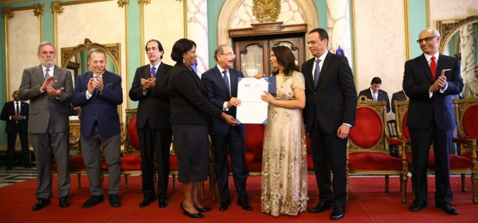 Emilia Pereyra, recibiendo su merecido Premio Nacional de Periodismo 2019