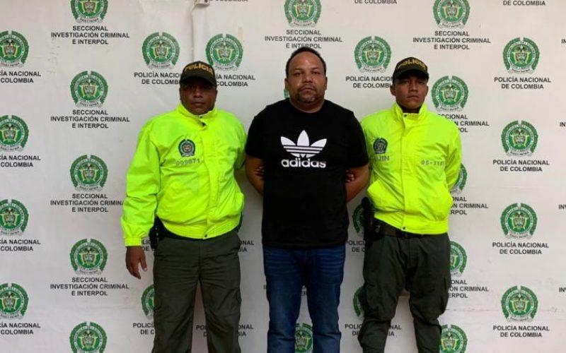 Foto de César El Abusador presentado por la Policía de Colombia y la Interpol