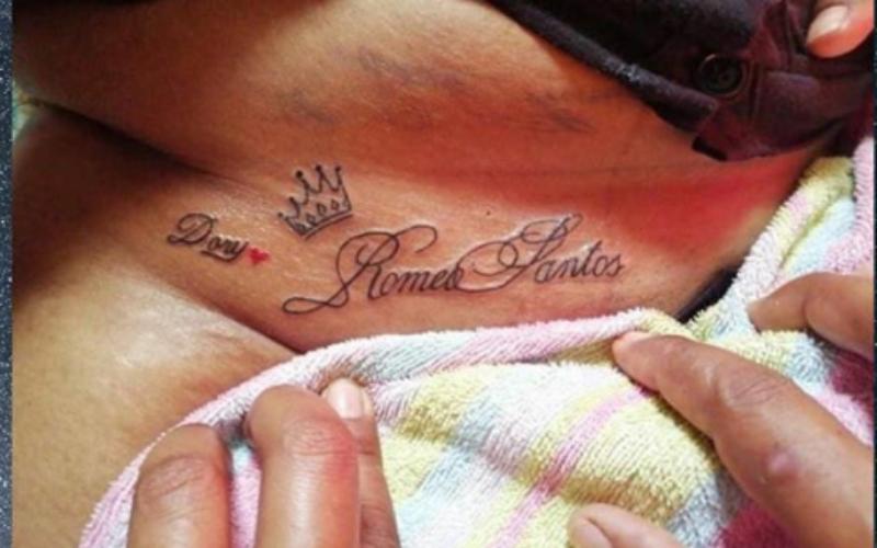 La mujer decidió tatuarse el nombre de Romeo Santos en la parte íntima de su cuerpo