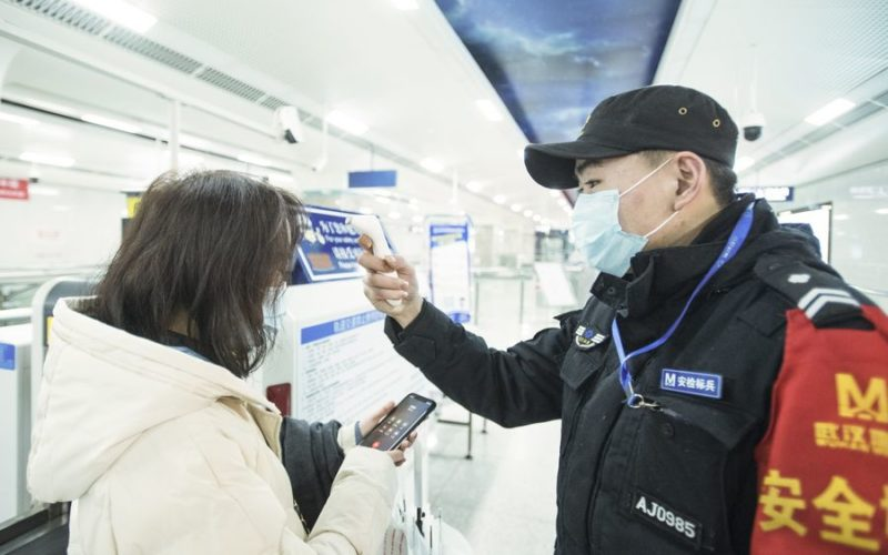 China aísla la ciudad de Wuhan, con 11 millones de habitantes, en procura de evitar se siga propagando neumonía que provoca el coronavirus