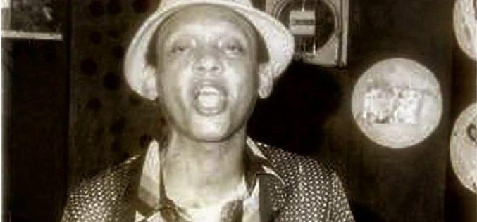 Tony Echavarría (Cambumbo)… Su vida, al teatro…