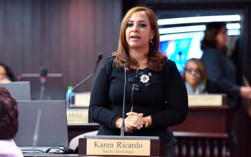 Karen Ricardo brinda su apoyo a iniciativa «Santo Domingo Debate»