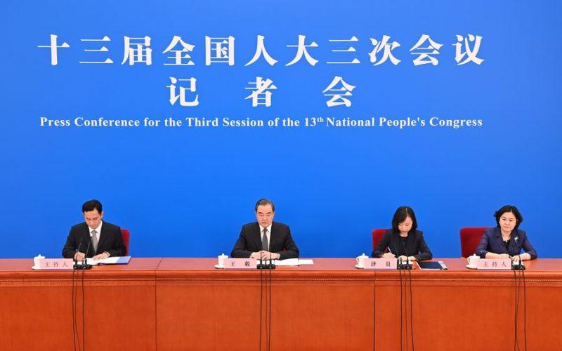 El enemigo común de China y Estados Unidos: COVID-19, sostiene el canciller chino Wang Yi
