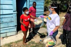 (Video) Jennifer Marchena, del Movimiento Camisas Mangas Cortas, reparte ayuda de alimentos cumpliendo protocolo protección por coronavirus