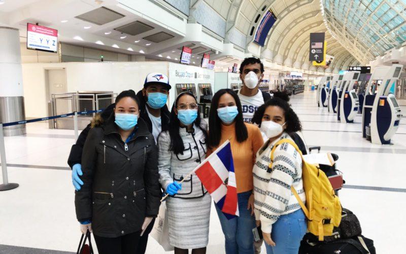 Dominicanos varados en Canadá retornaron a su tierra por gestión embajada