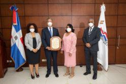 Banco Popular Dominicano recibe reconocimiento del ministerio de Trabajo por medidas de control para prevenir coronavirus entre empleados y clientes