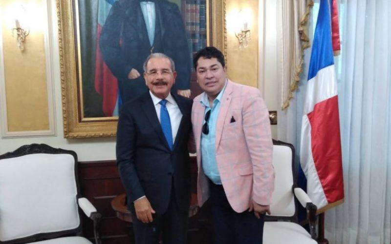 El Pachá anuncia gran homenaje a Danilo Medina en su programa entregándole «Una Estrella Por Siempre» al considerarlo el mejor presidente de RD