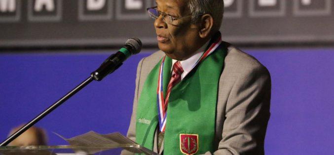Roosvelt Comarazamy, homenajeado por su alumno y colega Osvaldo Rodríguez Suncar; concluye es «el más completo cronista deportivo  de todos los tiempos» en RD
