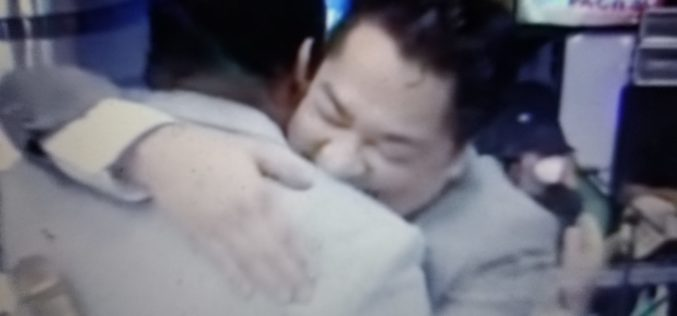 (Videos) El Pachá se disculpa con el comunicador y empresario Salvador Holguín, de Hilando Fino TV