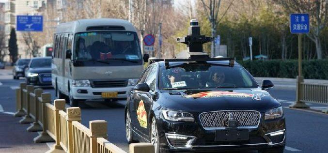 Taxis autónomos, que no requieren de conductor, ofrecen su servicio en Beijing